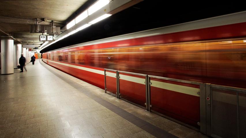 Einsteigen, bitte! Rund 100 Millionen Fahrgäste nutzen jährlich die Nürnberger U-Bahn. Doch an welchen der 40 U-Bahnhöfe steigen die meisten Menschen ein und aus? Die VAG hat die am stärksten genutzten Stationen im Untergrund aufgelistet.