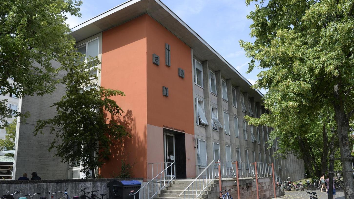 Die Christliche Publizistik ist im Gebäude der Theologie in der Erlanger Kochstraße untergebracht.