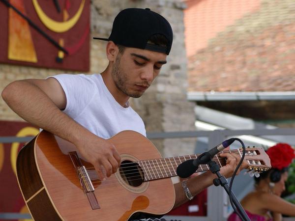 Der talentierte Gitarrist aus Syrien lebt jetzt in Hersbruck.
