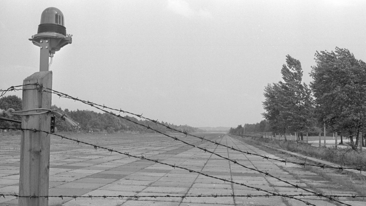 Noch knapp eineinhalb Jahre wird Stacheldraht die große Straße zwischen dem Dutzendteich und Langwasser sperren. Dann ziehen die Amerikaner zum Hohen Bühl um.