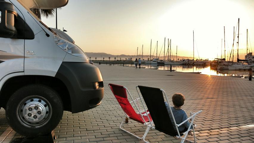 Der Wohnmobilstellplatz im Yachthafen bei Gibraltar.