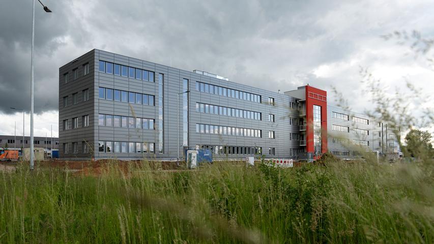 Im Anschluss an die Hardhöhe entstand das Gewerbegebiet Hardhöhe West, unter anderem mit der neuen Firmenzentrale von Norma.