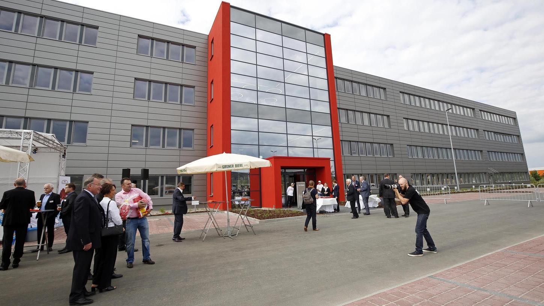 Offiziell eröffnet ist der neue Firmensitz seit Freitag, die Mitarbeiter müssen jetzt nur noch umziehen.