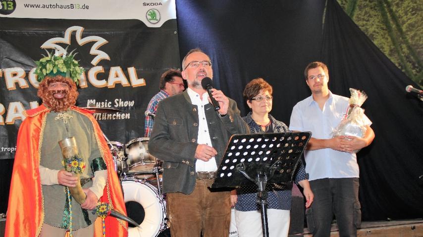 Fünfjährige Städtepartnerschaft mit Bonyhád im Festzelt gefeiert