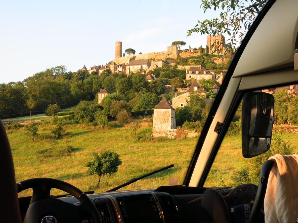 Wer nach Andalusien reist, kann schon in Frankreich an diesen wunderschönen Stellplätzen kostenlos übernachten.