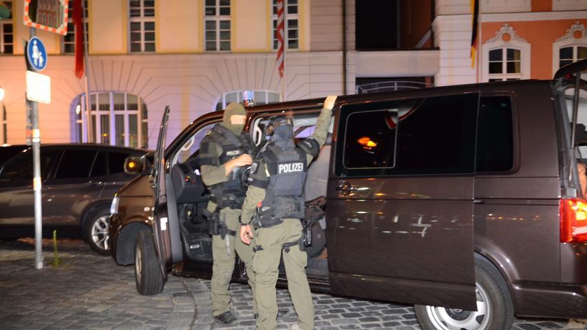 Die Bombe sei mit einer Vorrichtung versehen gewesen, um viele Menschen zu töten, berichtet Polizei-Vizepräsident Fertinger am Tag danach.