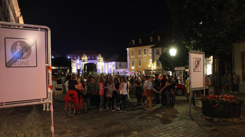 Das Entsetzen über die Bluttat in ihrer Stadt ist bei den Ansbachern und den 2500 Festivalbesuchern, unter ihnen sehr viele junge Leute, groß.