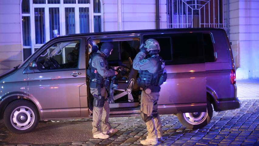 Dann werden weitere Details bekannt: Der Attentäter war ein wegen Suizidversuchen bekannter Flüchtling aus Syrien.