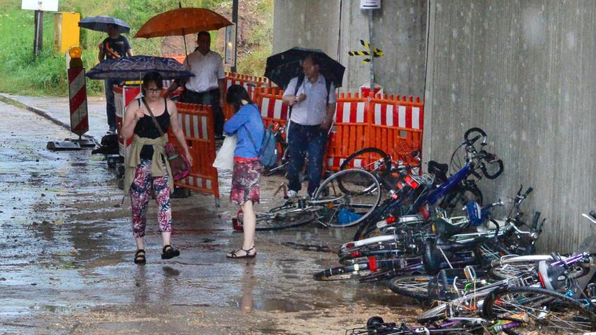 Starkregen sorgt für Überflutungen im Erlanger Süden