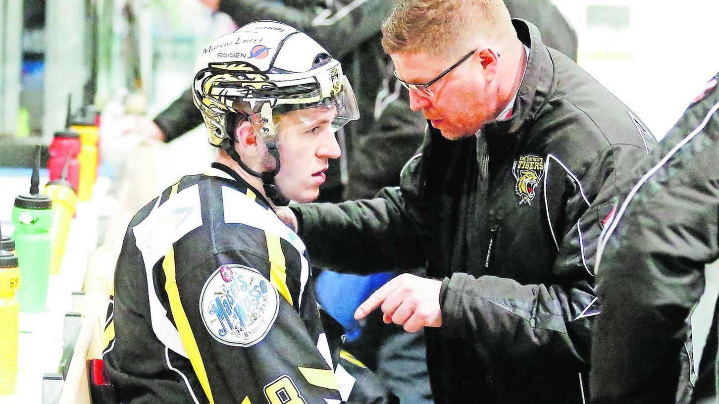 Intensive Gespräche gab es zwischen Trainer Sergej Waßmiller (rechts) und Fedor Kolupaylo während der Vorsaison viele, doch seit sechs Wochen herrscht Funkstille.