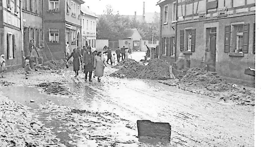Völlig verwüstet war die Herzogenauracher Hauptstraße nach denmassiven Regenfällen.