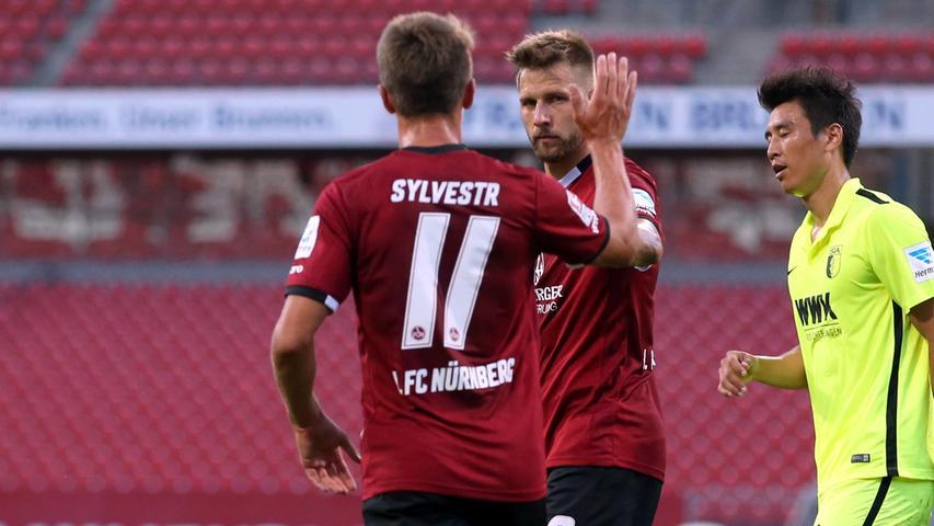 Jakub Sylvestr kam kurz darauf hinzu, um den Siegorschützen zu beglückwünschen.