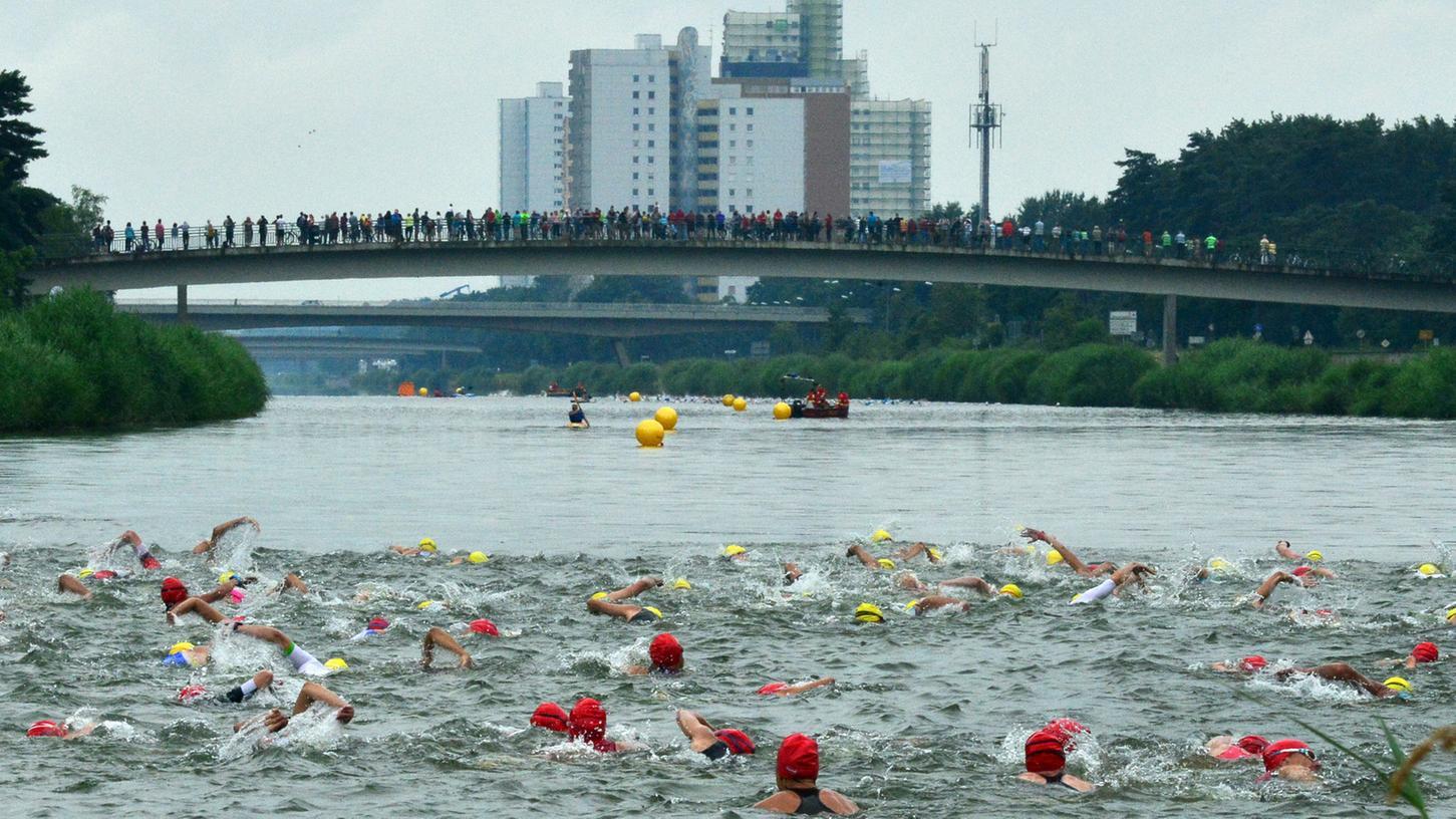 Knapp 800 Teilnehmer sind beim Erlanger Triathlon des TV1848 Erlangen dabei gewesen.