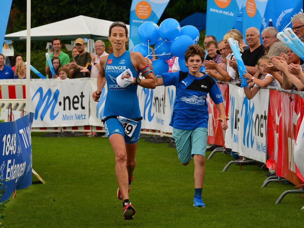 Rund 800 Teilnehmerinnen und Teilnehmer sind beim Erlanger M-net Triathlon des TV1848 Erlangen dabei gewesen. Silvia Felt..Foto: Klaus-Dieter Schreiter.