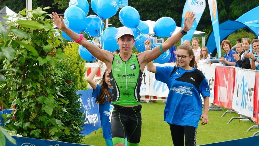 Rund 800 Teilnehmerinnen und Teilnehmer sind beim Erlanger M-net Triathlon des TV1848 Erlangen dabei gewesen. Tobias Heining.Foto: Klaus-Dieter Schreiter.