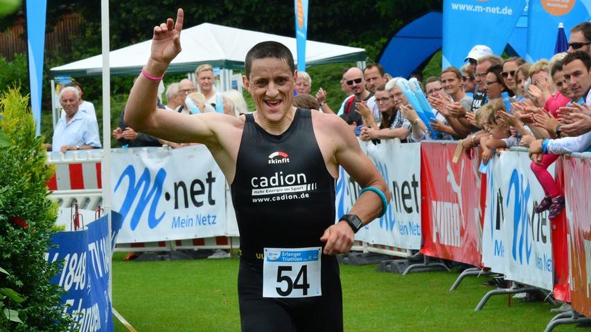 Rund 800 Teilnehmerinnen und Teilnehmer sind beim Erlanger M-net Triathlon des TV1848 Erlangen dabei gewesen. Markus Schattner.Foto: Klaus-Dieter Schreiter.