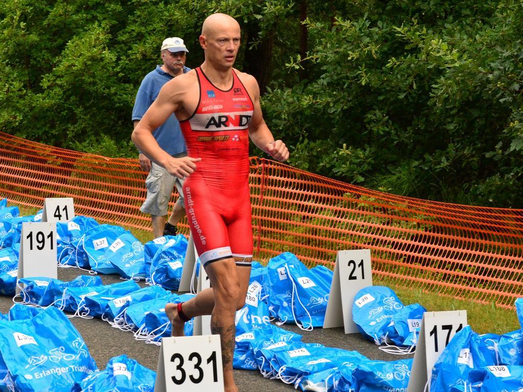Rund 800 Teilnehmerinnen und Teilnehmer sind beim Erlanger M-net Triathlon des TV1848 Erlangen dabei gewesen. Bernd Hagen .Foto: Klaus-Dieter Schreiter.