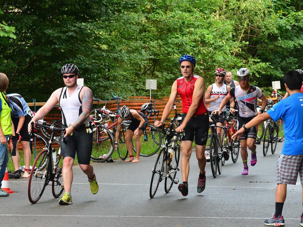 Rund 800 Teilnehmerinnen und Teilnehmer sind beim Erlanger M-net Triathlon des TV1848 Erlangen dabei gewesen. .Foto: Klaus-Dieter Schreiter.