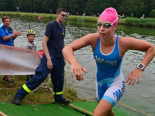 Als Gesamt-Fünfte aus dem Wasser: Lena Gottwald zeigte ein starkes Schwimmen im Main-Donau-Kanal.