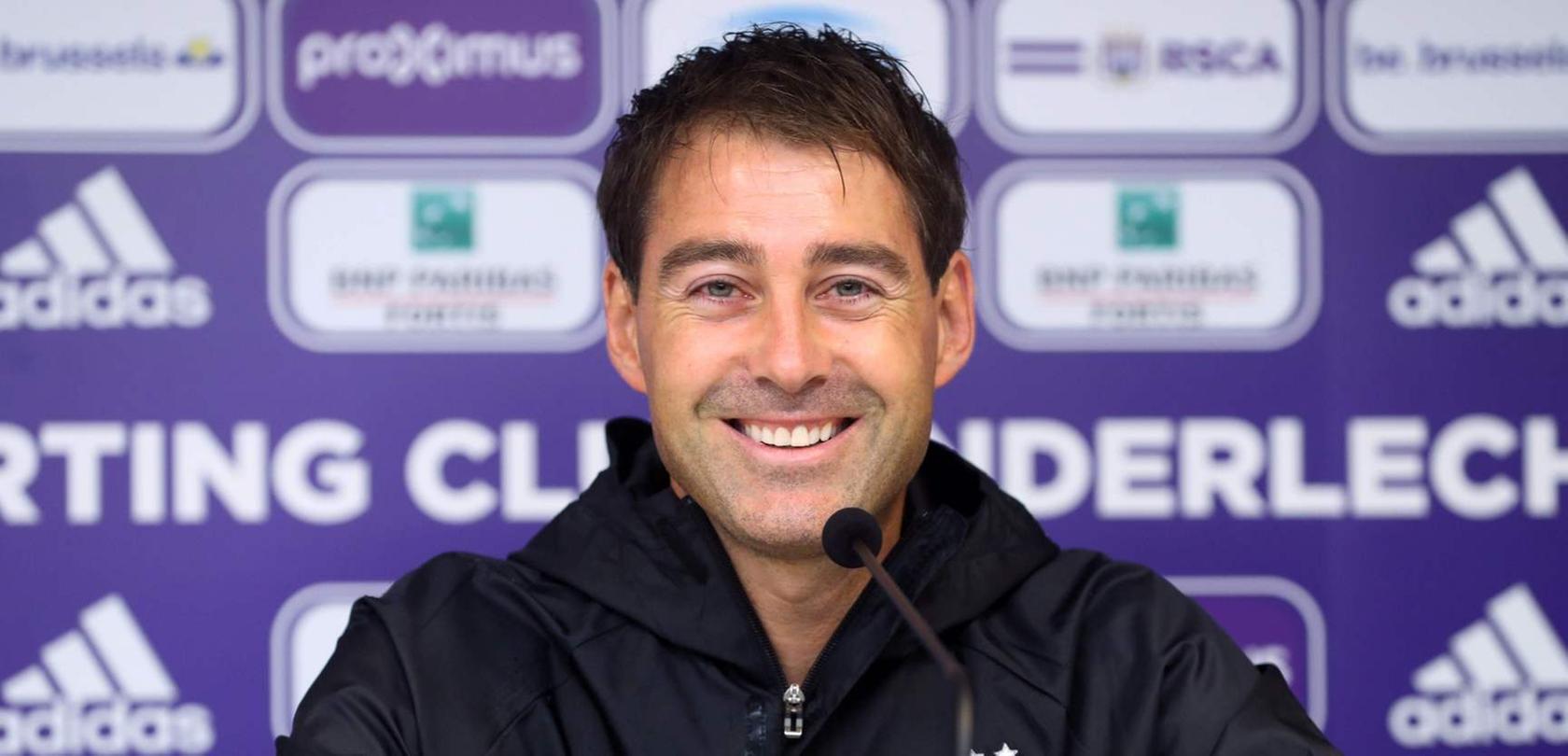 Anderlecht-Trainer René Weiler am Dienstag bei einer Pressekonferenz in Brüssel.