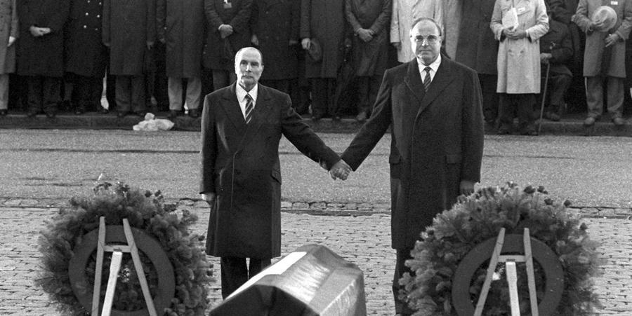 Viele Bürger finden es nicht mehr notwendig, diesen Punkt als Vorteil der EU aufzuführen. Doch dass Länder wie Deutschland und Frankreich, die in sieben Jahrzehnten drei massive Kriege gegeneinander geführt haben (darunter zwei Weltkriege), seither in Frieden miteinander leben, ist nicht selbstverständlich. Auch hier genügt ein Blick in die nicht so weit entfernte Ukraine, um zu sehen, wie schnell es mit dem Frieden vorbei sein kann, wenn man nicht in ein System kollektiver Sicherheit und des friedlichen Interessenausgleichs eingebunden ist.