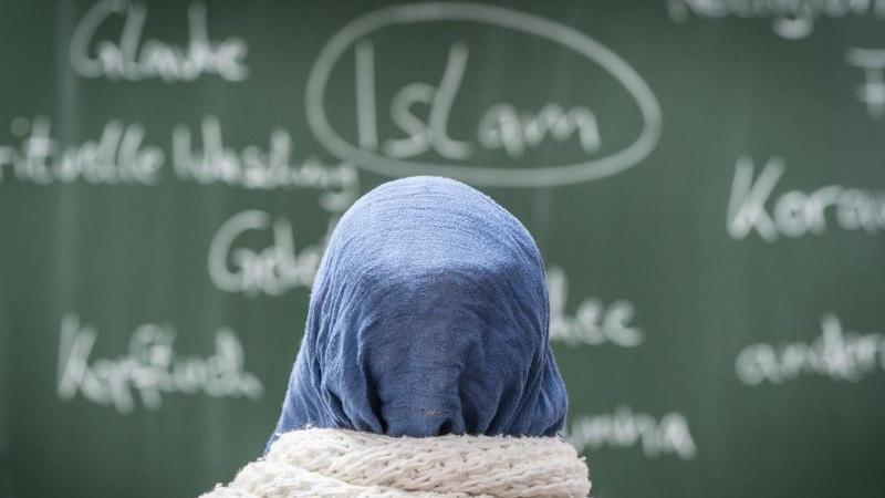 Die Studie der Erlanger Wissenschaftler betont die Wichtigkeit des Islamunterrichts für bessere Integration.