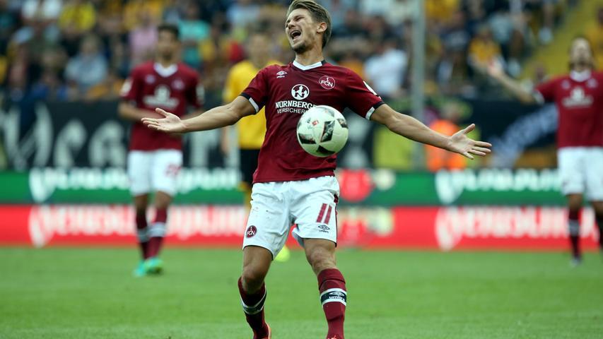 ... vergibt der 1. FC Nürnberg die ein oder andere prächtige Möglichkeit, den Sieg vollends einzutüten. Vor allem Jakub Sylvestr hätte die Partie entscheiden können - tat er aber nicht.