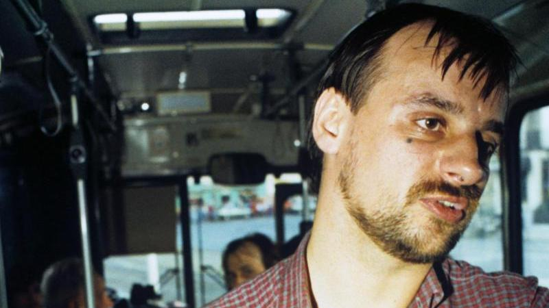 Der als Geiselnehmer von Gladbeck bekannte Dieter Degowski ist nach beinahe 30 Jahren in Haft wieder auf freiem Fuß.