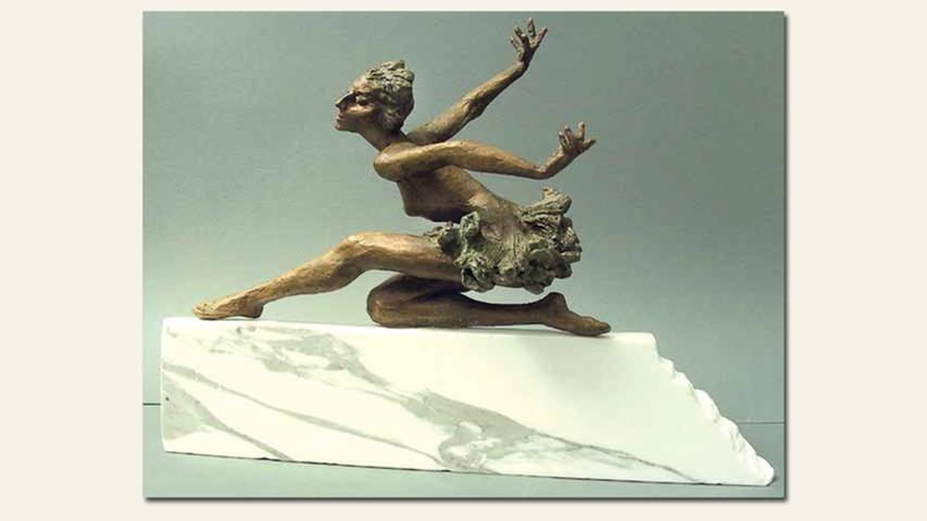 geb. 1947 in der Ukraine lebt in Nürnberg Schwanensee, Balletttänzerin Maya (2015) 26 x 32 x 12 cm / 6 kg Bronze auf Marmor