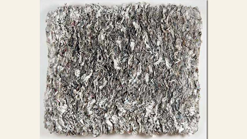 geb. 1953 in Giengen/Brz. lebt in Nürnberg NN-Format I (2016) 60 x 70 cm/3,5 kg Zeitung geschnitten aufgenäht, weiß eingefärbt