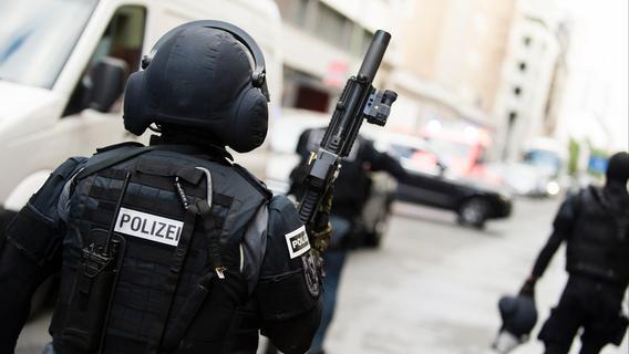 Großeinsatz im Krankenhaus: SEK schießt auf bewaffneten Patienten