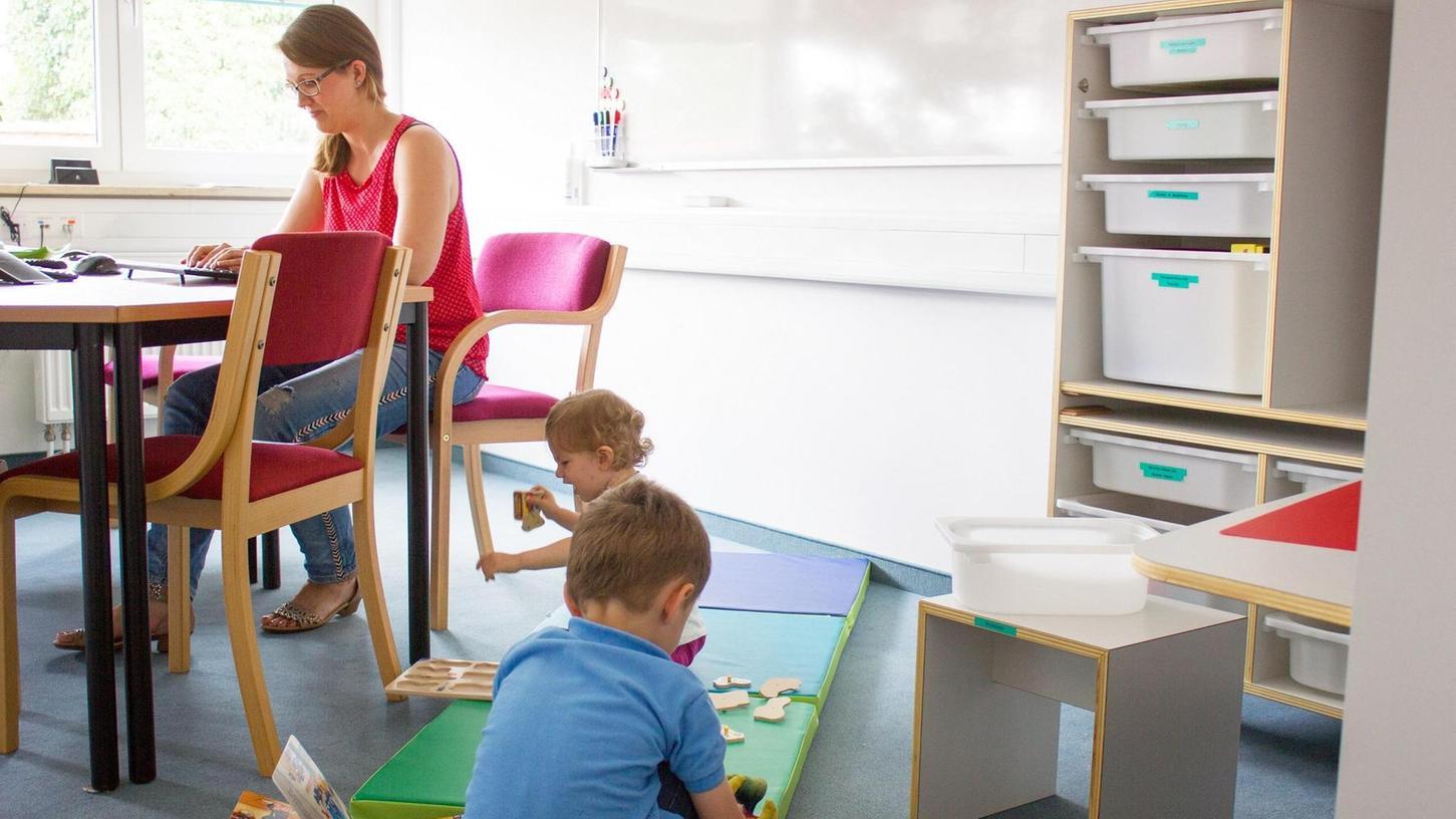 In der KidsBox, die an der Uni Würzburg entwickelt wurde und die im Eltern-Kind-Büro in Möhrendorf steht, sind Spielsachen für Kinder verschiedener Altersstufen enthalten.