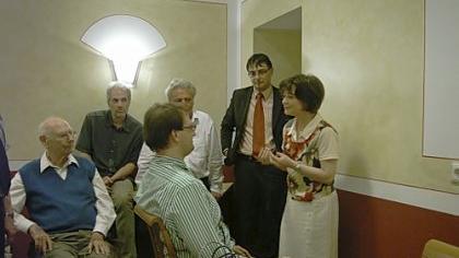Ein Anwalt am Lügendetektor: Prof. Udo Undeutsch (li. sitzend) und Gisela Klein (re.) haben schon 1000 polygraphische Untersuchungen durchgeführt.