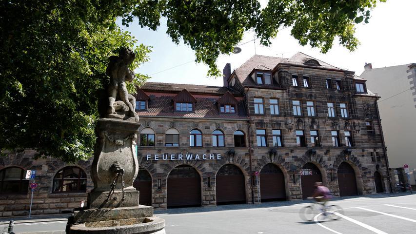 1908 wurde das prächtige Sandsteingebäude am Helmplatz bezogen.