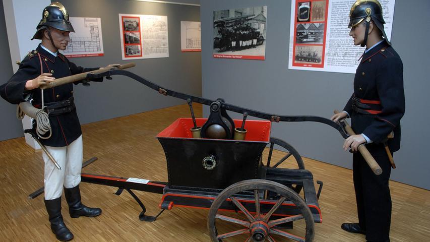So wurde einst gelöscht: Eine Jubiläumsschau im Stadtmuseum zeigte den Einsatz eines Pumpenwagens.