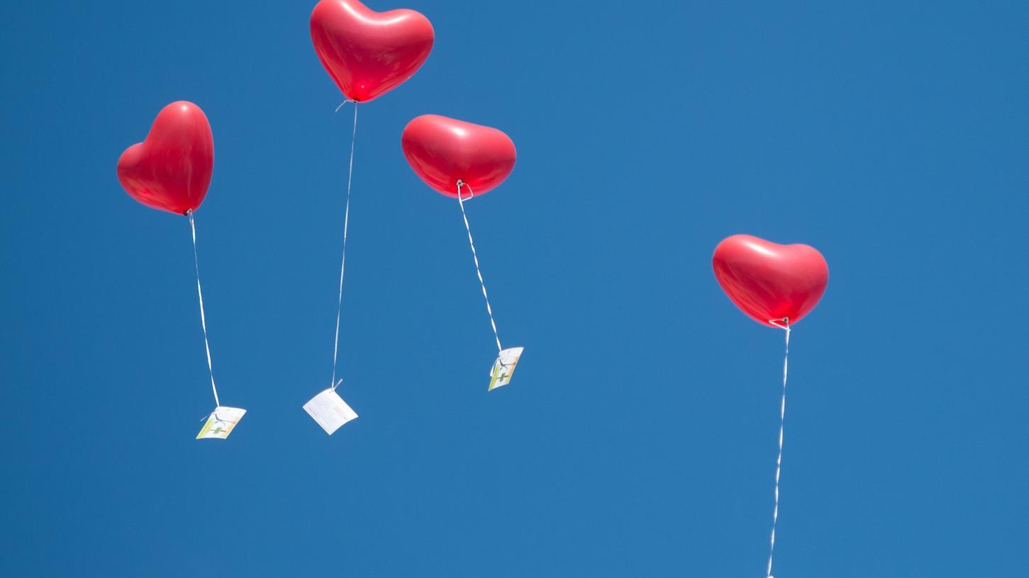 Ob am Feiertag oder an leicht zu merkenden Daten: Besondere Hochzeitstermine sind an Standesämtern schnell ausgebucht.