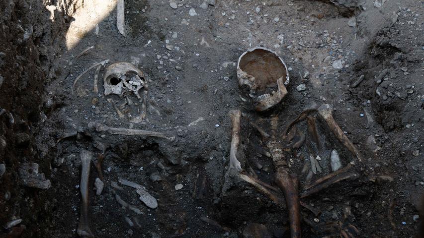 Menschliche Skelette am Katharinenspital werden ausgegraben