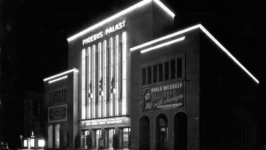 Mehr als eine Handvoll Kinos gab es früher in Nürnberg. Heute existieren die meisten der damaligen Filmpaläste nicht mehr.   Der Phoebus-Palast, das einst größte Kino Nordbayerns, wurde am 7. Oktober 1927 eröffnet.