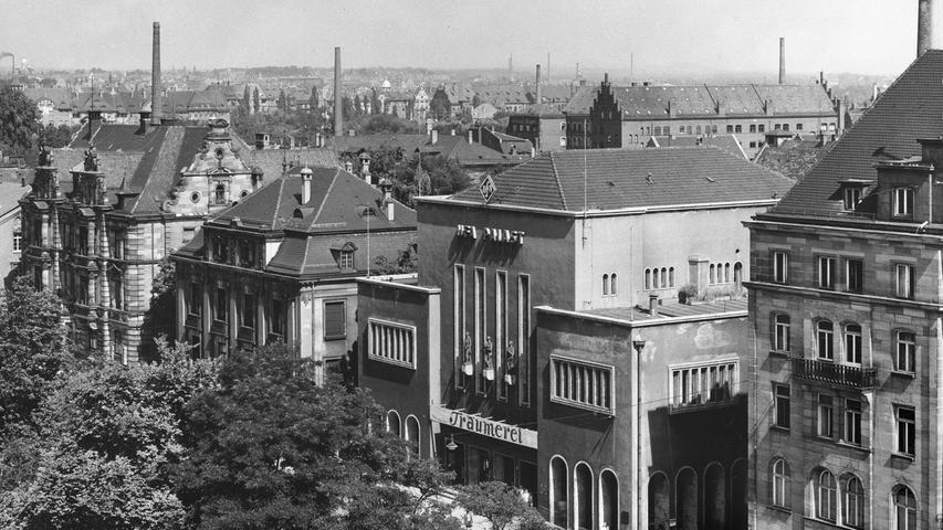 Unter den Nationalsozialisten wurde das Lichtspielkino kurzerhand in UFA-Palast umbenannt.
