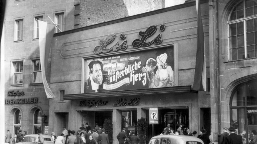 Auf dem Klarissenplatz, an dem heute das Neue Museum zu finden ist, befand sich das LuLi-Kino (Luitpold-Lichtspiele).