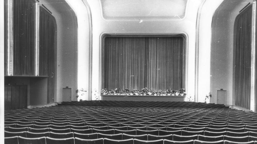 ... das zweitgrößte Kino. Es bot Platz für 900 bis 1000 Zuschauer. 1970 teilte sich das Kino in zwei Häuser auf und firmierte unter dem Namen