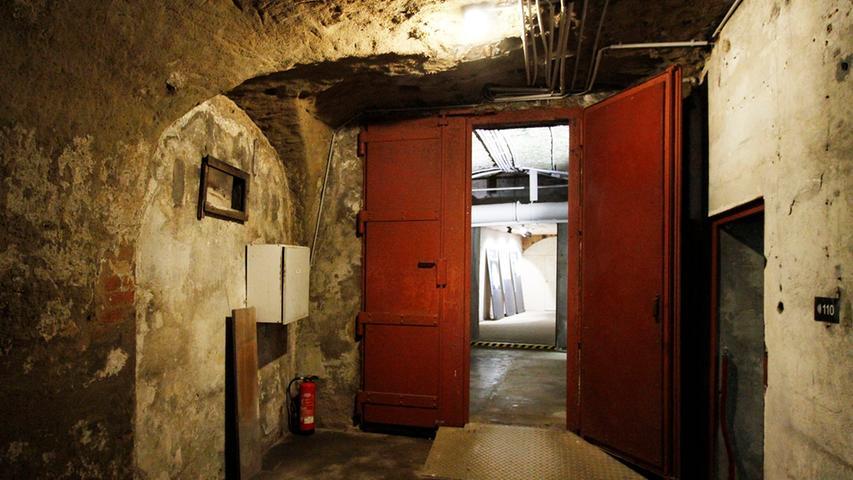 Noch ehe die Nationalsozialisten im Zweiten Weltkrieg Schutzbunker für die Bürger errichten ließen,...