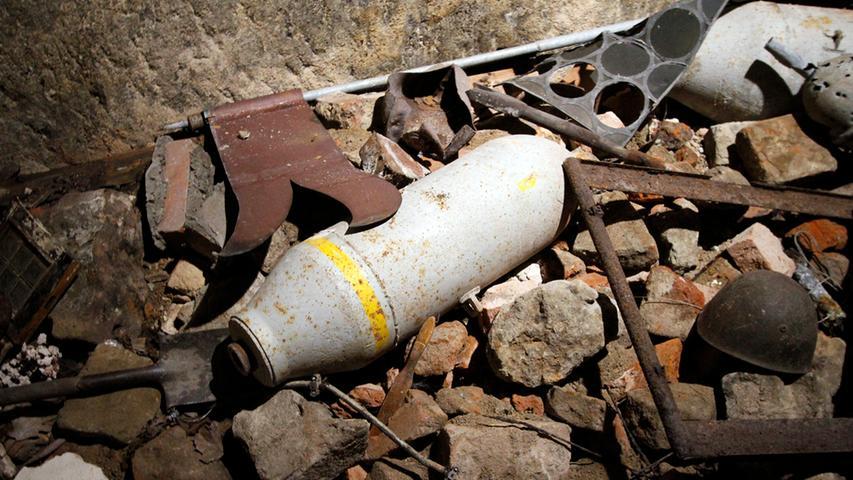 Ein Sammelsurium aus Trümmern und Bombenresten stimmen die Besucher auf das ernste Thema ein: die verheerenden Bombenangriffe auf die Stadt.