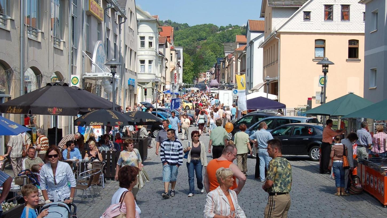 Die Fußgängerzone in der Spielzeugstadt Sonneberg: Hier formiert sich der Widerstand gegen die Zugehörigkeit zu Thüringen. Jetzt will ein Verein den Übertritt des Landstrichs zu Bayern forcieren.