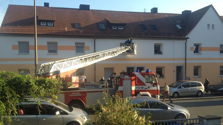 Fehlalarm in der Sperberstraße: Fünf Stunden lang schrillte hier der Rauchmelder, bis ein Passant die Feuerwehr alarmierte. Der Einsatz war umsonst - das Gerät hatte ohne Grund Alarm geschlagen.