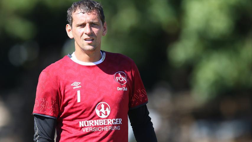 Auch der dritte Pokalsieger von 2007 darf nicht fehlen: Club-Torwart Raphael Schäfer hat mit aktuell mehr als 380 Spielen einen Kult-Status beim FCN erlangt - nach der Saison 2016/17 will Schäfer allerdings kürzer treten und als Torwartkoordinator im Verein arbeiten.