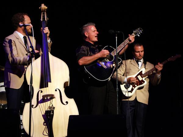 Robert Tyson (Mitte) alias Johnny Cash mit den