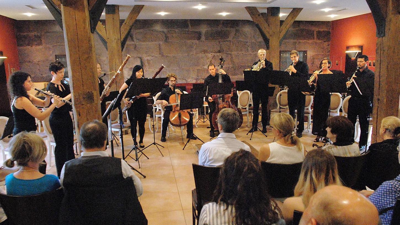 Umzug ins Trockene: Das Konzert der Jungen Philharmonie Erlangen wurde in die Scheune verlegt.
