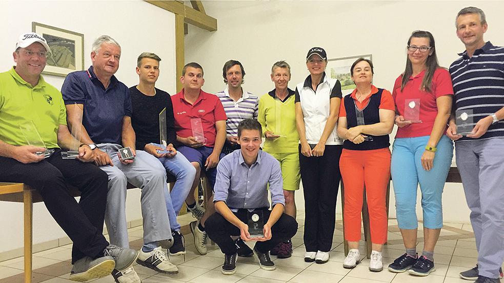 So sehen Sieger aus: Diese Mitglieder des Golfclubs Zollmühle lagen bei den diesjährigen Clubmeisterschaften vorn.