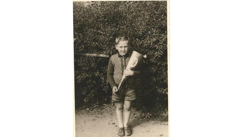 Socken trug Alfred Görgner auf seinem Einschulungsfoto keine. Aber wen interessieren an so einem Tag schon die Socken? Viel wichtiger war die Schultüte, die er in Händen hielt.
